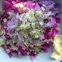 Kruidenboter met eetbare bloemen